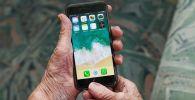 Қолдағы смартфон, архивтегі сурет