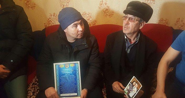 Брат и отец Дархана Еламанова