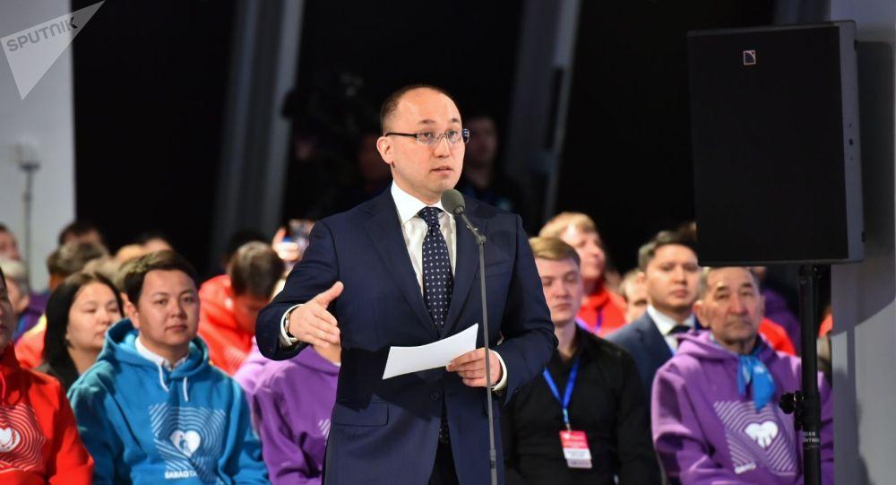 Даурен Абаев на открытии фронт-офиса волонтеров Birgemiz