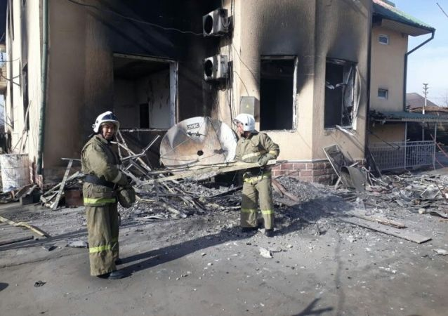 Пожарные разбирают завалы в Кордайском районе