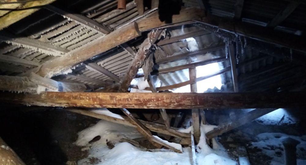Крыша многоэтажки провалилась под тяжестью снега в Петропавловске