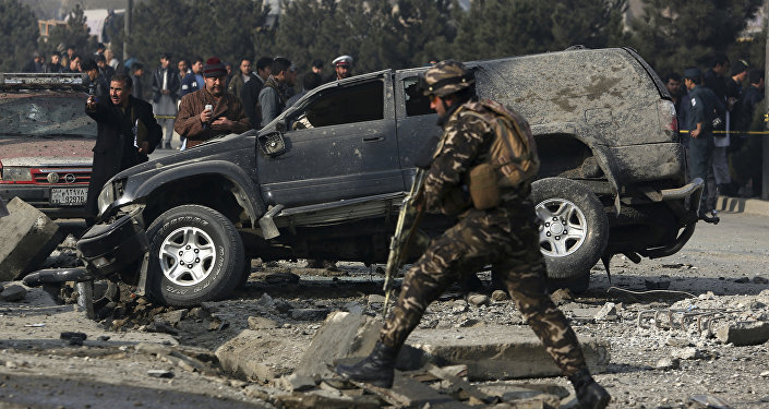 Афганские сотрудники службы безопасности на месте взрыва в Кабуле, Афганистан