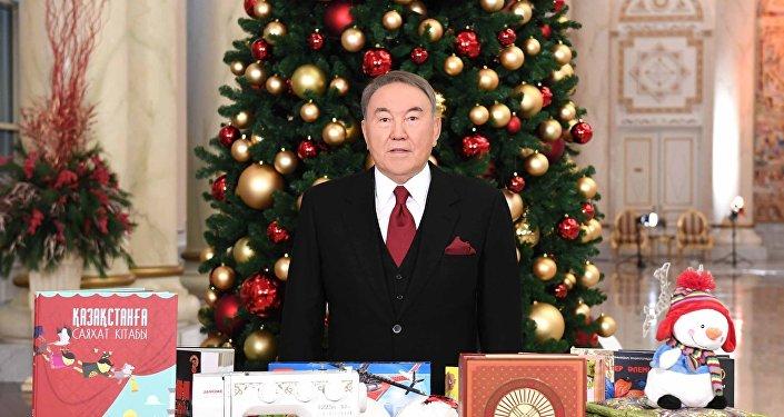 Президент Казахстана поздравил детей с Новым годом