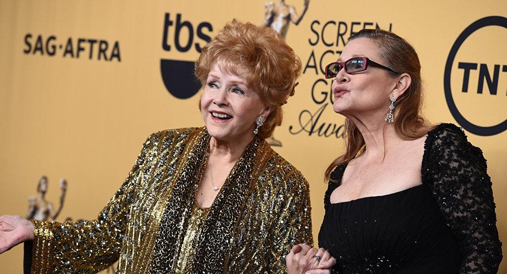 Известная американская актриса и певица Дебби Рейнольдс с дочерью актрисой Керри Фишер