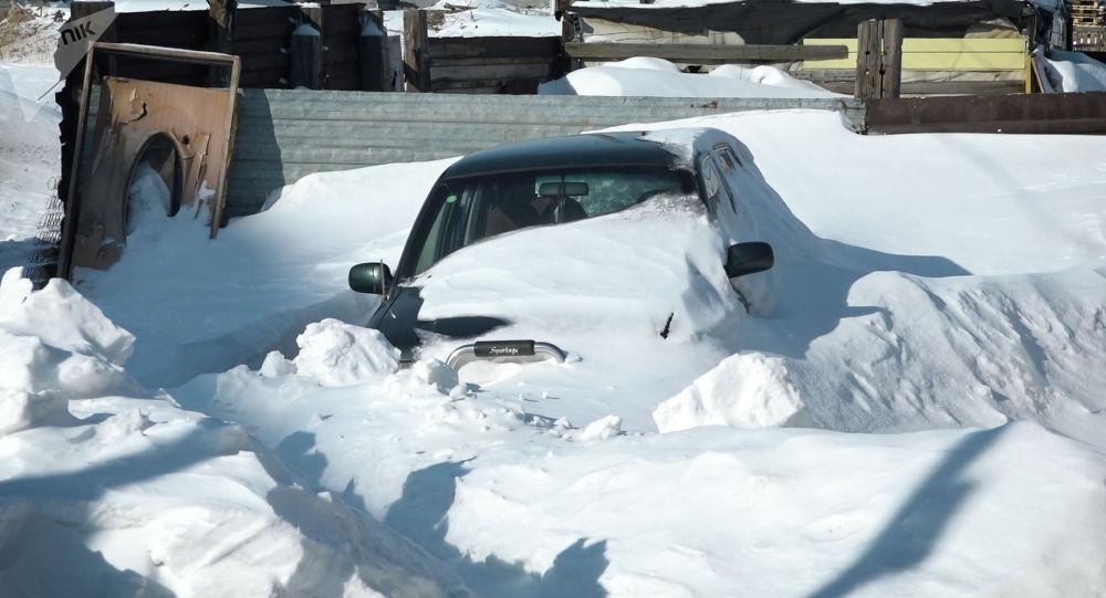 Автомобиль замело снегом