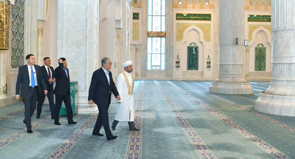 Мемлекет басшысы Хәзірет Сұлтан мешітіне барды