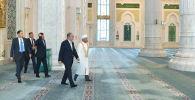 Глава государства посетил мечеть Хазрет Султан