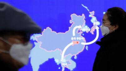 Люди в масках в Южной Корее во время вспышки коронавируса