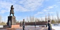 В Нур-Султане возложили цветы к памятнику Ивана Панфилова