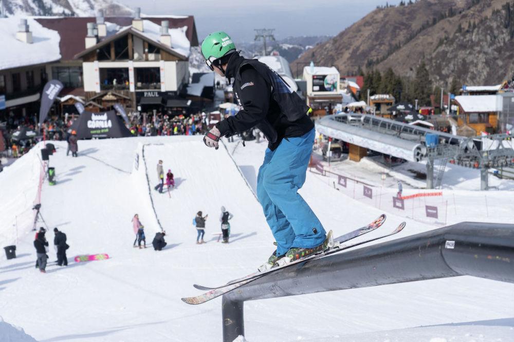 Катание по перилам на лыжах и сноуборде