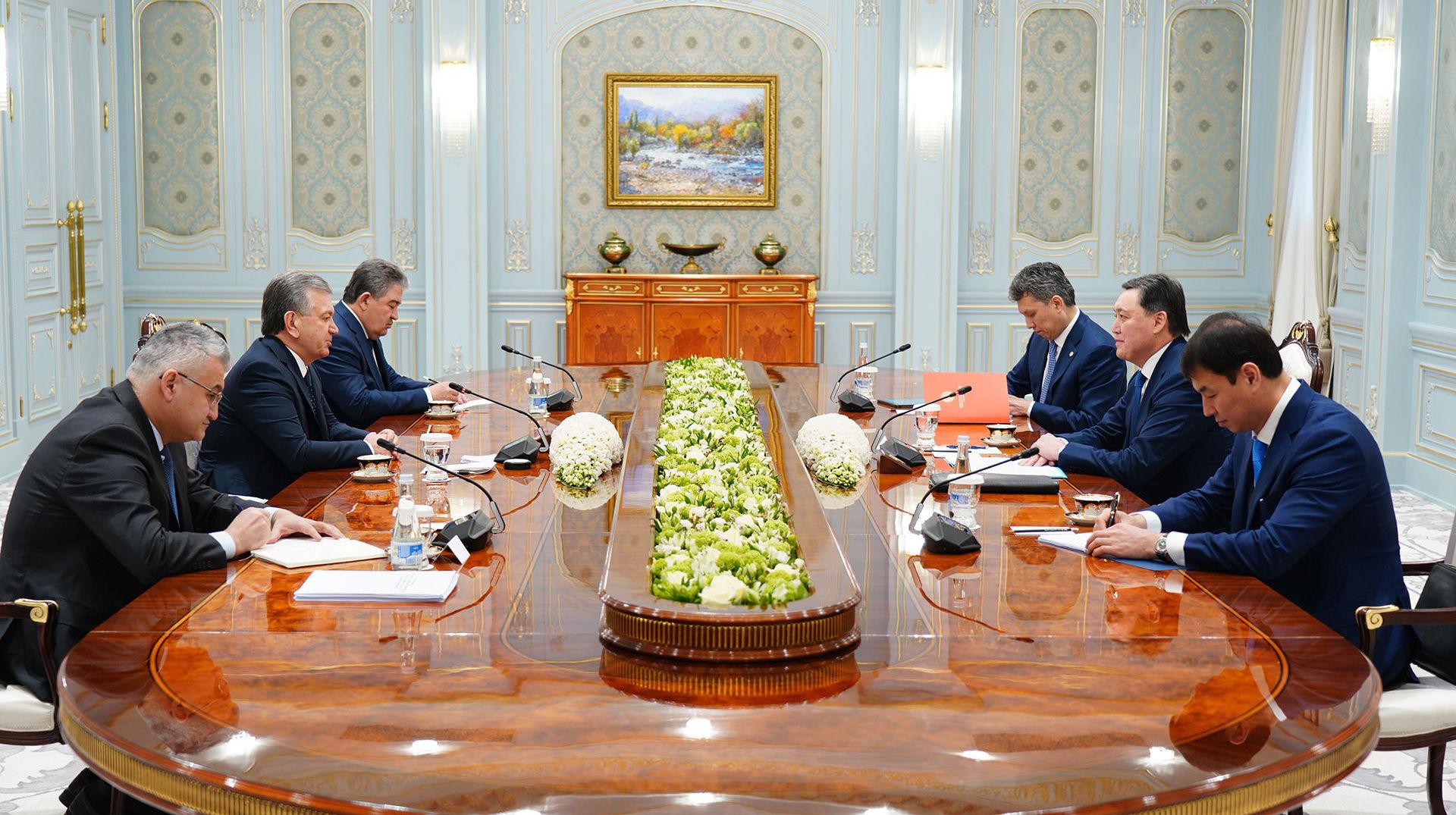 Сегодня в городе Ташкенте премьер-министр Аскар Мамин встретился с президентом Узбекистана Шавкатом Мирзиеевым