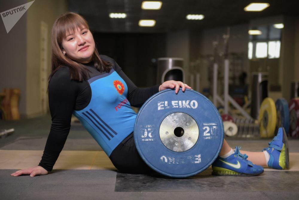 Карина Кузганбаева. Тяжелоатлеты девушки. Юношеская сборная