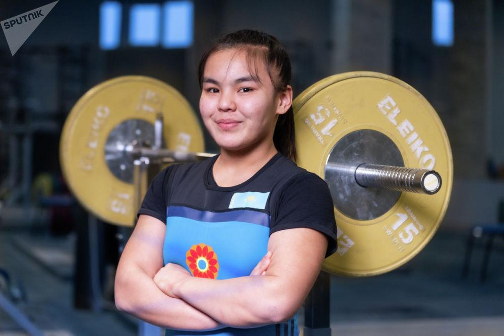 Сара Бегмат. Тяжелоатлеты девушки. Юношеская сборная