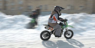 Шестилетний мальчик рассекает на мотоцикле в Нур-Султане – видео