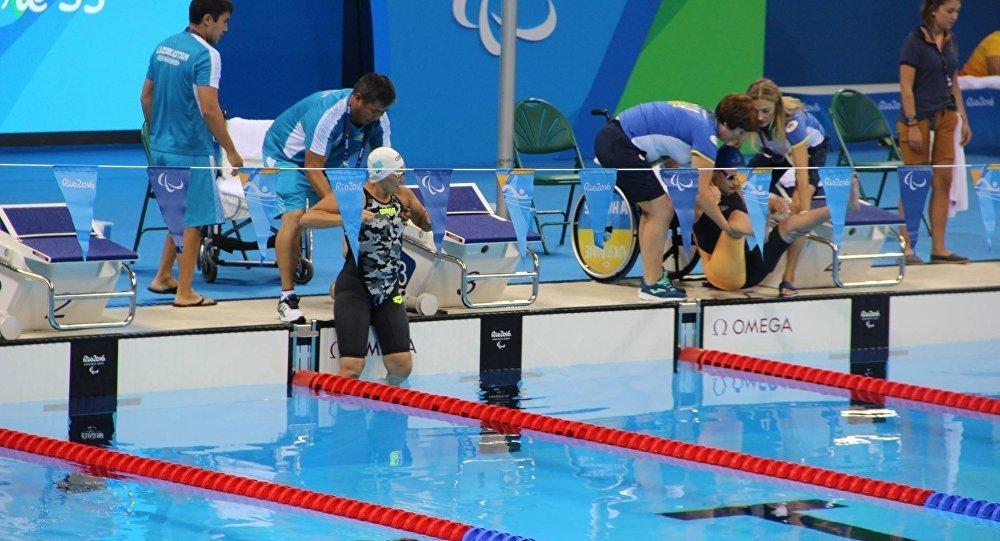 Елу жасар қазақстандық Зүлфия Ғабидуллина 100 метрлік қашықтыққа еркін әдіспен жүзуде бірінші болып мәреге жетті.