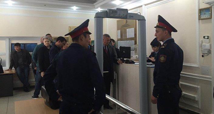 Главное судебное разбирательство по делу Тулешова началось в Астане