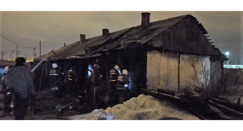 Барак сгорел в Рабочем поселке в Петропавловске