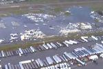 Груды обломков вместо самолетов - видео последствий торнадо в США