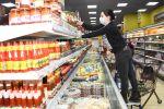 Сотрудница супермаркета