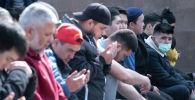 Пятничный намаз в Центральной мечети Алматы