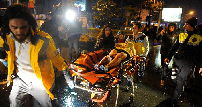 Стамбулда Санта-Клаус боп киінген адам 39 адамды атып тастады