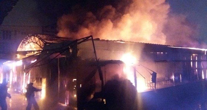 Пожар на рынке в Актау