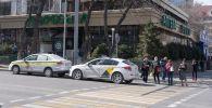 бетперде киген адамдар, Алматы