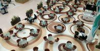 Пустой фудкорт в торгово-развлекательном центре Нур-Султана