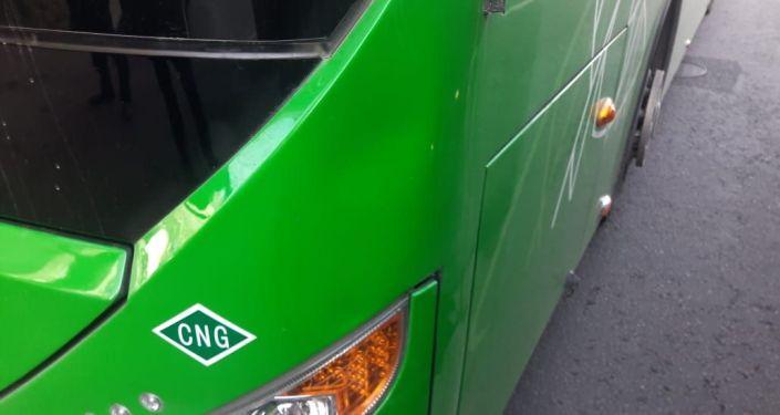 Пассажирский автобус на полном ходу сбил женщину