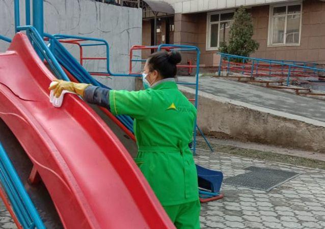 Санитарная обработка во дворах в Алматы