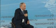 Путин: не ставьте президента Беларуси в неудобное положение - видео