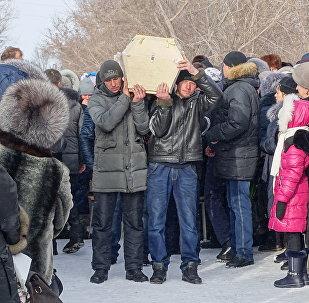 Похороны погибших при обрушении дома в Шахане