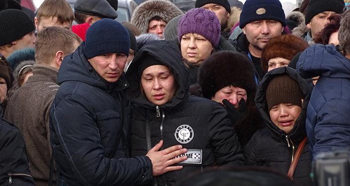Родные погибших при обрушении дома в Шахане