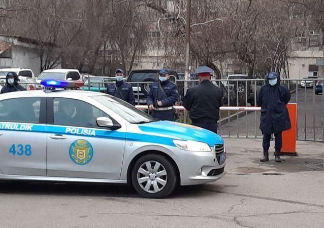 Оцепление жилого дома по адресу: Гоголя, 75 (угол улицы Тулебаева)