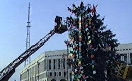 Алма-Ата 90-х годов: как наряжали елку на центральной площади