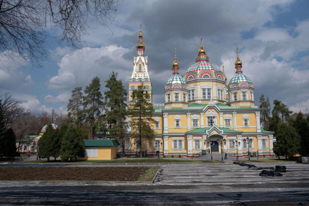 Небо в Алматы давно не было таким чистым и голубым