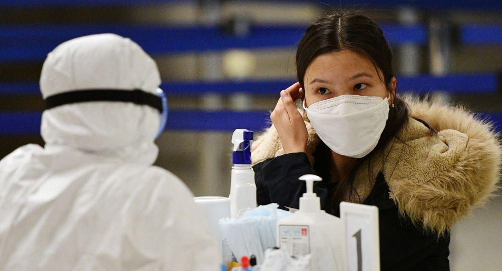 Коронавирусқа байланысты маска киіп жүргендер