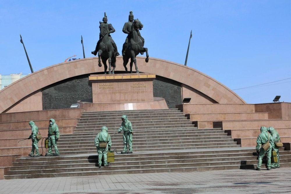 Дезинфекция улиц в городах Казахстана