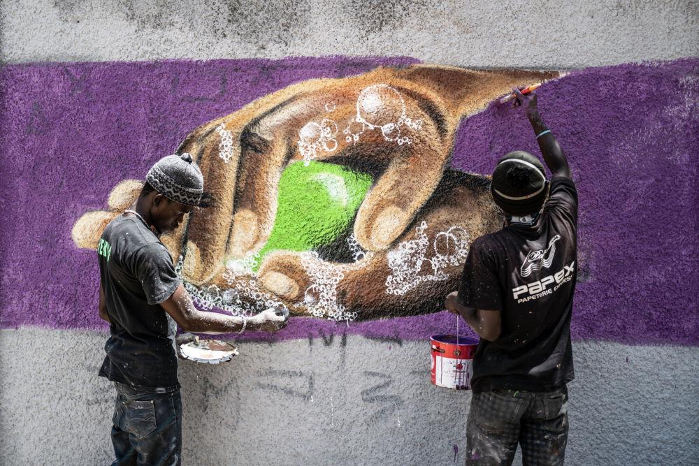 Граффити, призывающее мыть руки