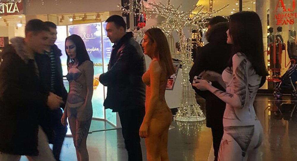 Девушки в ТРЦ Хан Шатыр