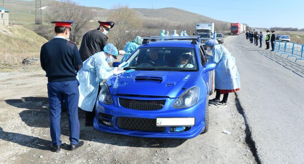 Медики и полиция работают на блокпостах в усиленном режиме