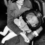 Противогаз для детей в возрасте до двух лет, известный как детский шлем, был впервые продемонстрирован 13 марта 1939 года в мэрии Холборн в Лондоне