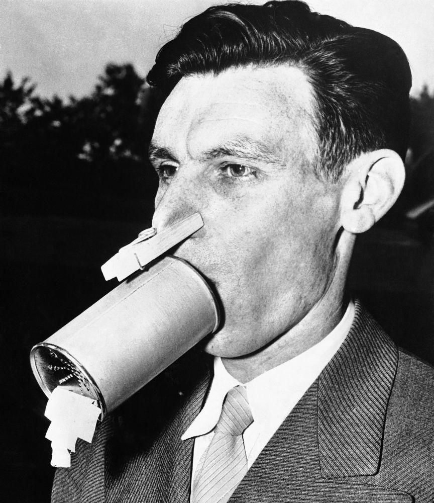 В 1942 году химик из Балтимора Вернон А. Бауэрс сделал противогаз домашнего производства. Сейчас сложно предположить, был ли агрегат действенным, но сам ученый активно носил его