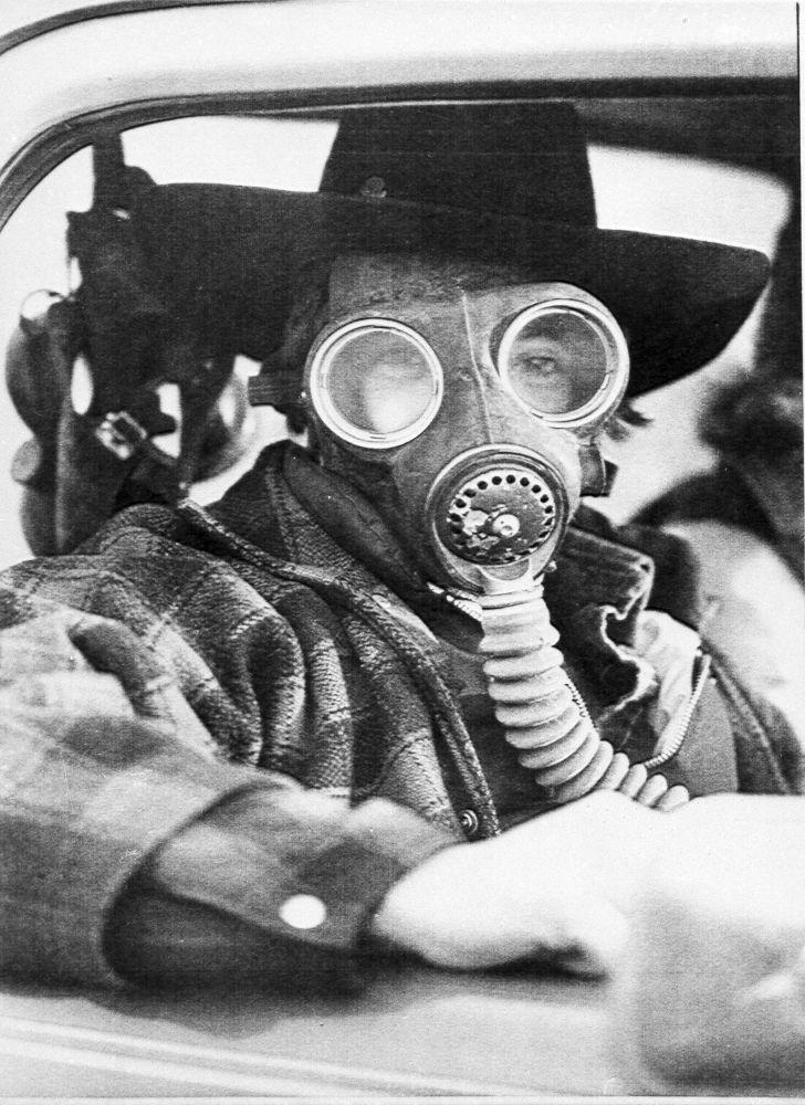 Канадада 1979 жылы химиялық заттар тиеген пойыз апатқа ұшырады. Оқиға кезінде 220 мың тұрғын эвакуацияланды. Миссиссога қаласындағы оқиға орнында газдан қорғану маскасын киген ер адам.