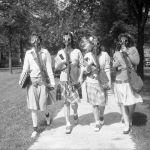 1942 жылы Детройтта студенттерге газдан қорғану маскалары сыналды. Қажет жағдайда АҚШ оларды тексеруден кейін ғана қолдануға сенімді болды.