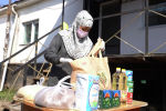 Алматинские активисты раздали по 22 килограмма продуктов нуждающимся