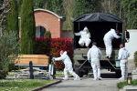 Захоронение погибших от коронавируса в Италии