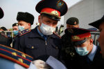 Казахстанский полицейский в маске штраф