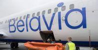 Погрузка багажа на самолет компании Белавиа