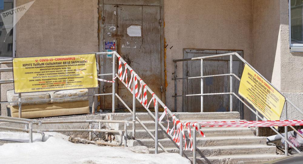 Подъезд жилого дома закрыли на карантин в мкр. Жагалау-3